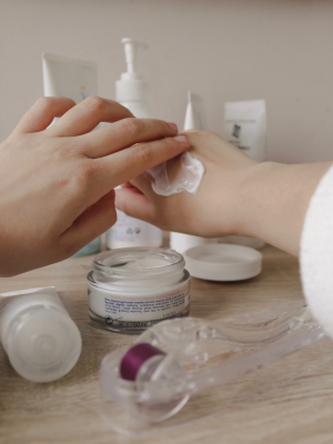 Simple weekly skincare routine to tackle your dry skin